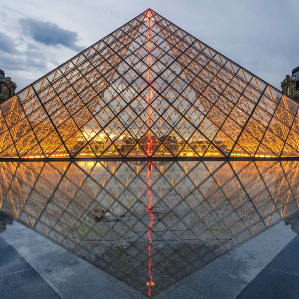 The Louvre Wallpaper for Apple iPad 2