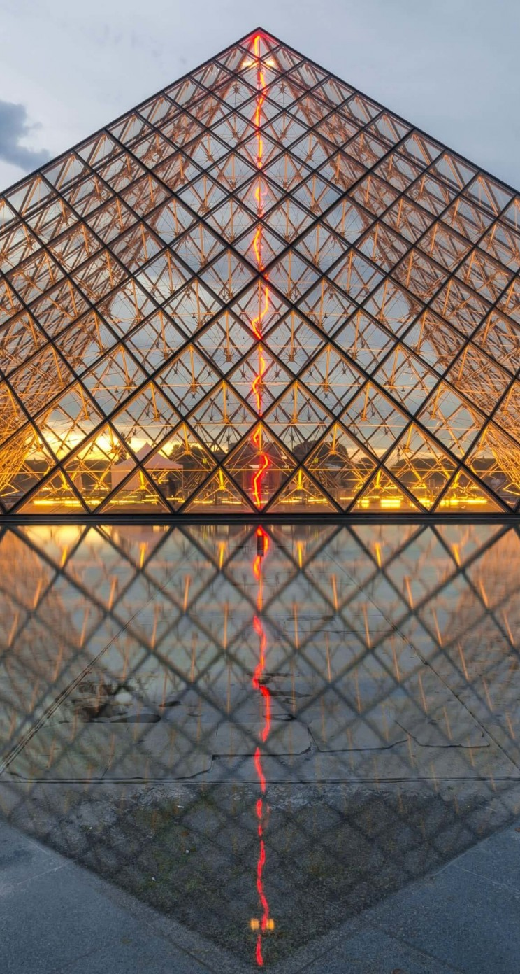 The Louvre Wallpaper for Apple iPhone 5 / 5s