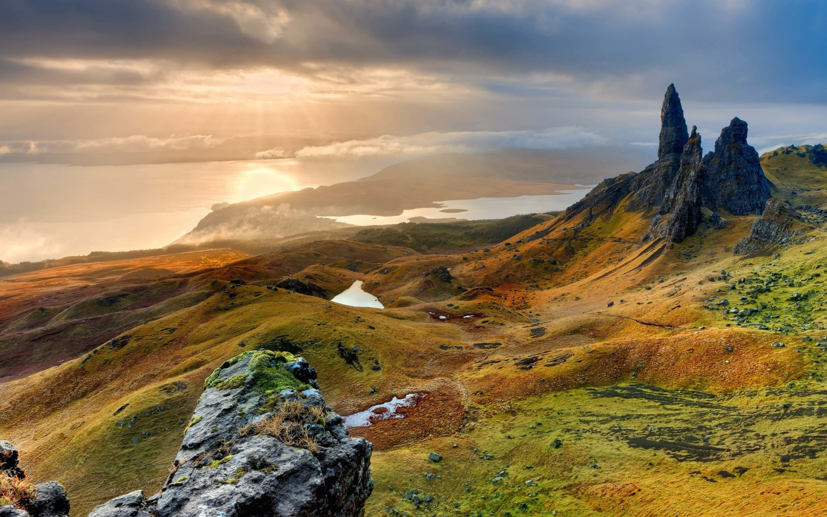 The Old Man of Storr, Isle of Skye, Scotland Wallpaper for Desktop 1680x1050