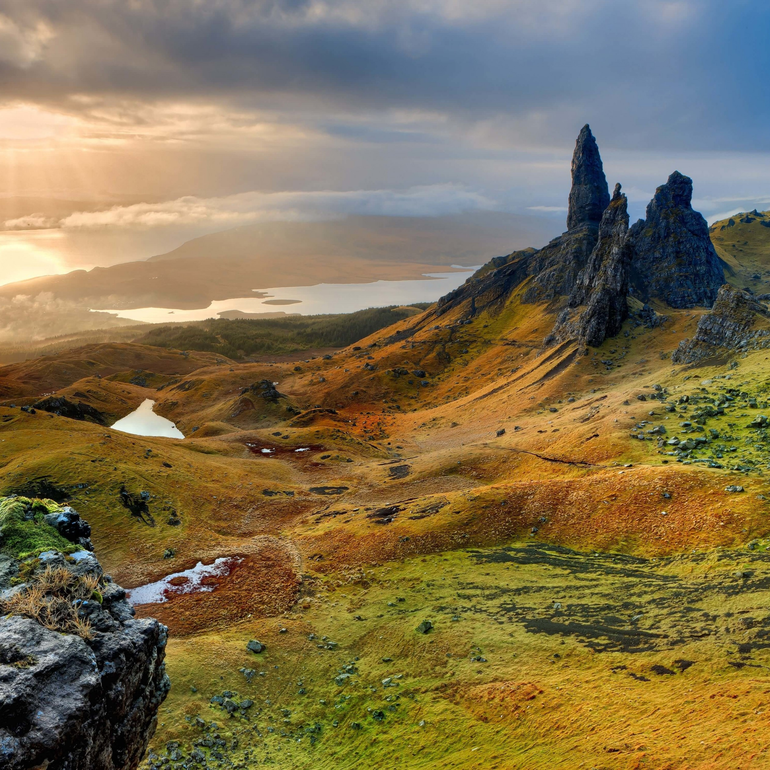 The Old Man of Storr, Isle of Skye, Scotland Wallpaper for Apple iPad 4