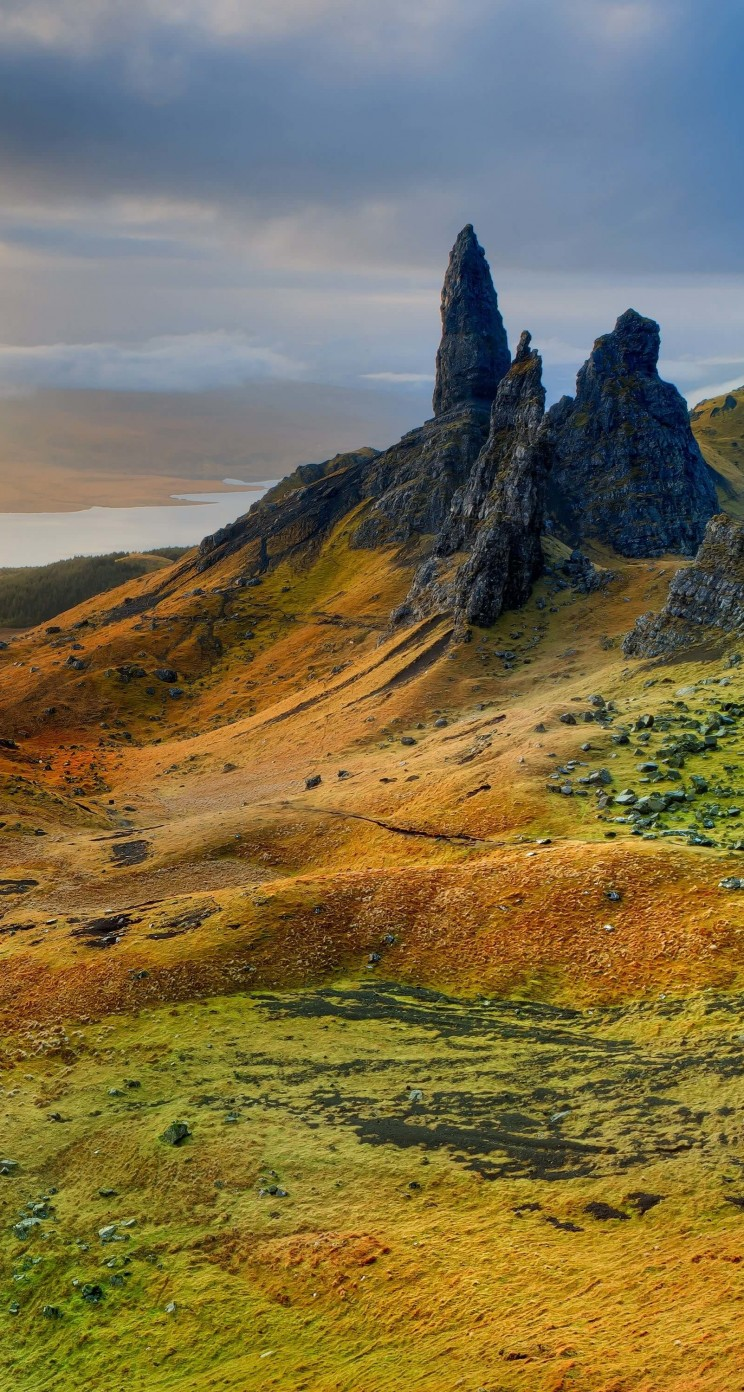 The Old Man of Storr, Isle of Skye, Scotland Wallpaper for Apple iPhone 5 / 5s