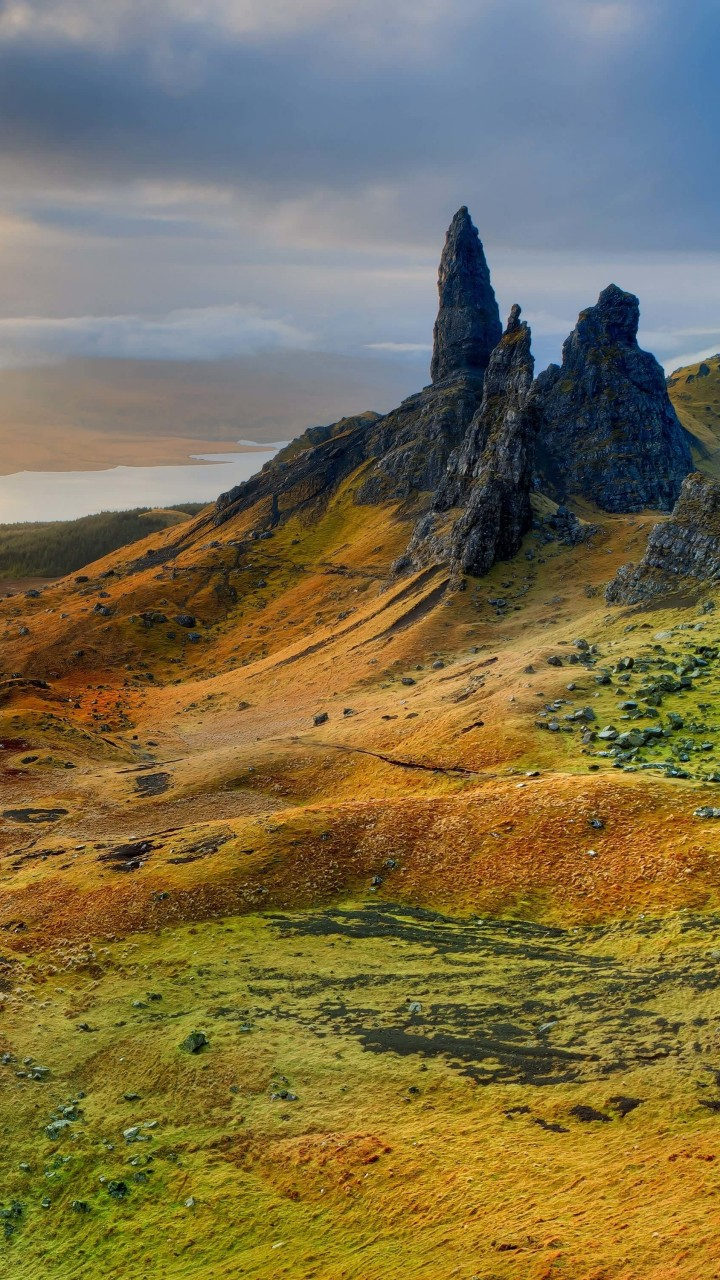 The Old Man of Storr, Isle of Skye, Scotland Wallpaper for Motorola Moto G