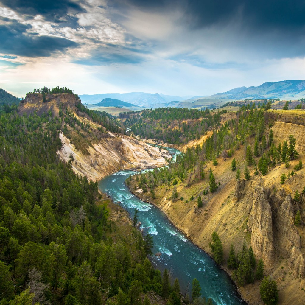 The River, Grand Canyon of Yellowstone National Park, USA Wallpaper for Apple iPad 2