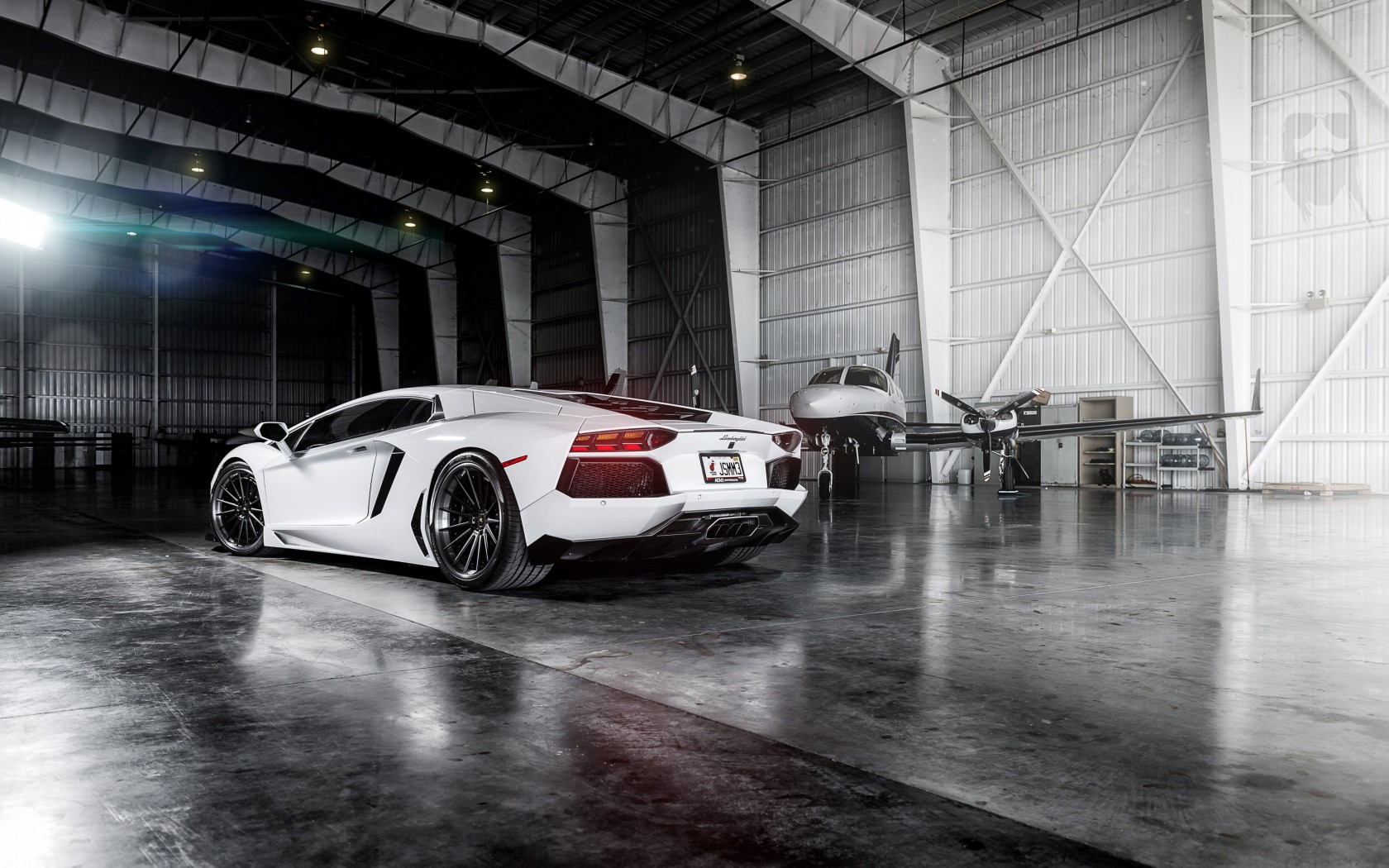 White Lamborghini Aventador Wallpaper for Desktop 1680x1050