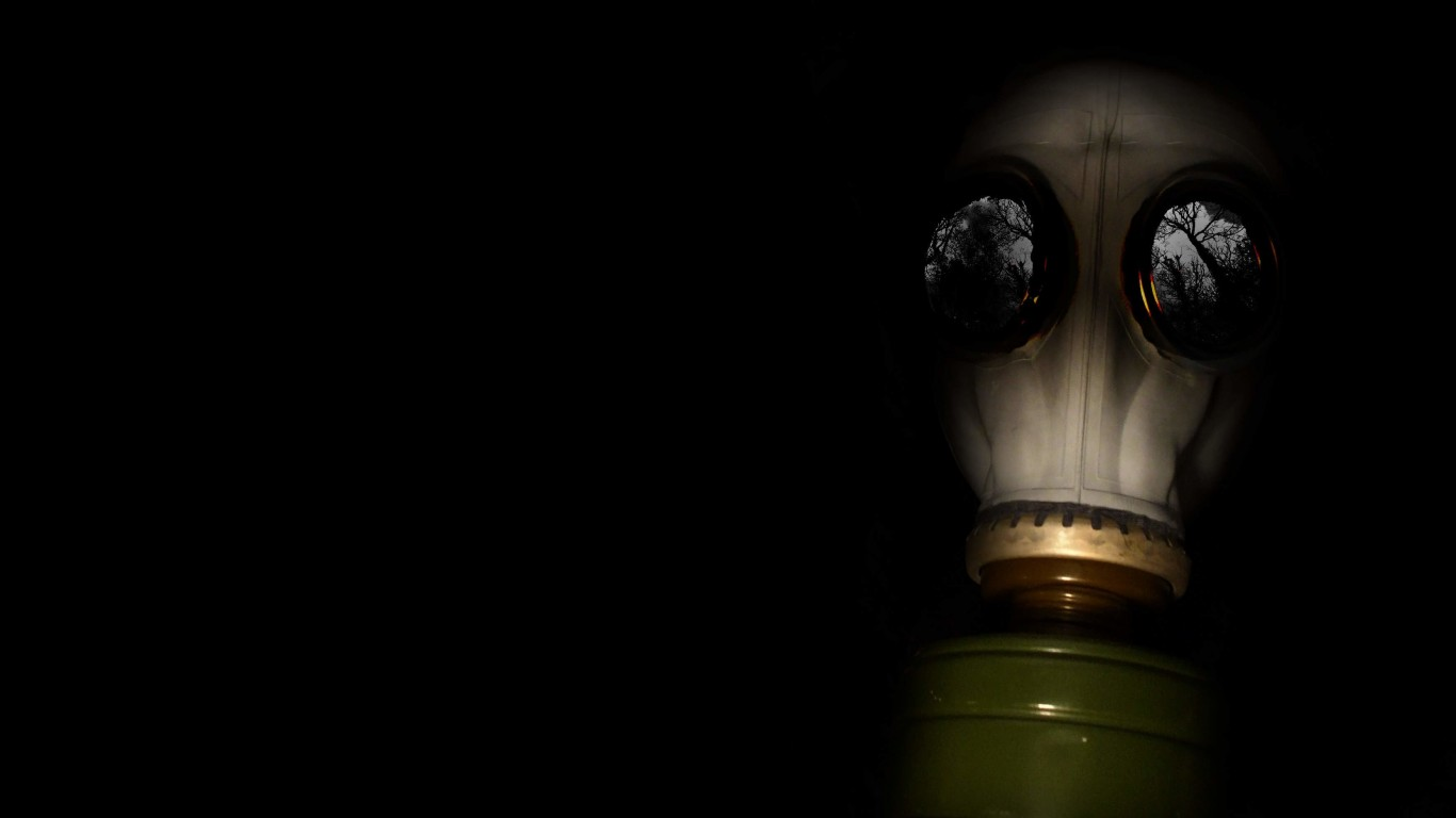 WWII Gas Mask Wallpaper for Desktop 1366x768