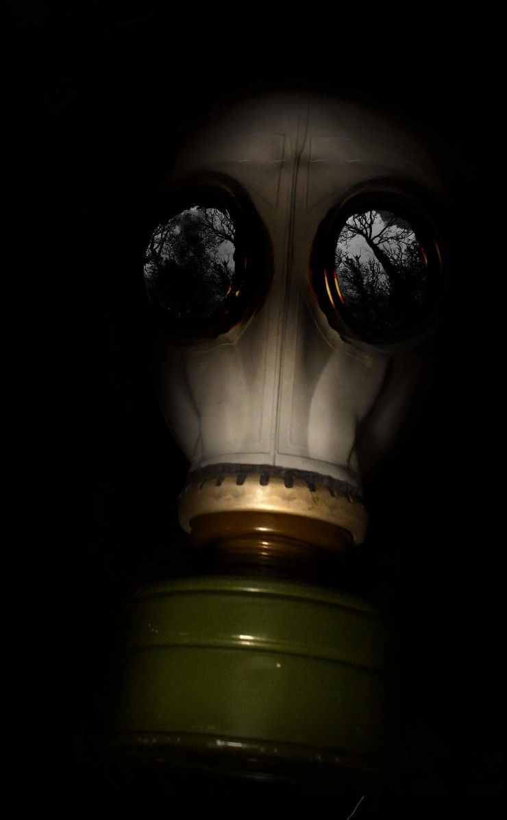 WWII Gas Mask Wallpaper for Apple iPhone 4 / 4s