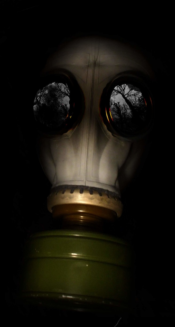 WWII Gas Mask Wallpaper for Apple iPhone 5 / 5s
