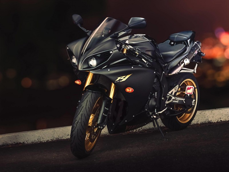 Yamaha YZF-R1 Wallpaper for Desktop 800x600
