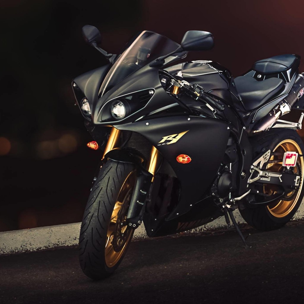 Yamaha YZF-R1 Wallpaper for Apple iPad